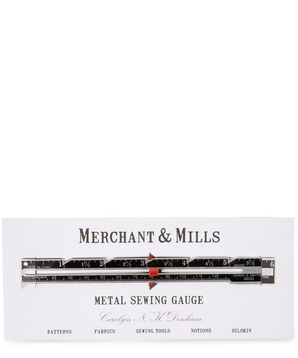 A great time saving device, this Merchant & Mills metal gauge features a sliding pointer for hem and seam allowance consistency