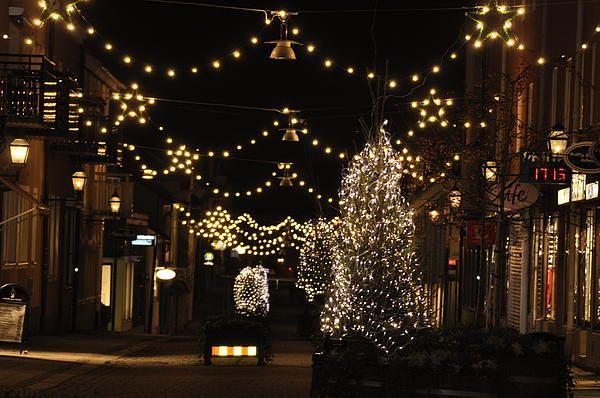 http://2-stefan-pettersson.artistwebsites.com/featured/christmas-in-arboga-stefan-pettersson.html