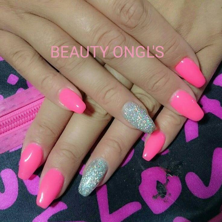 Ongles gel rose et paillettes