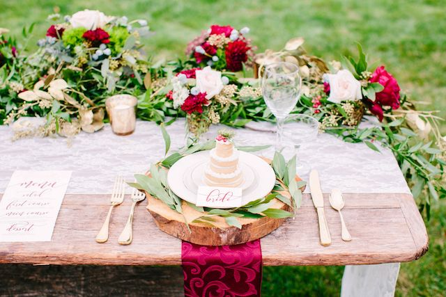 Rustic red tablescape with mini cakes made form cookies on each place setting | Sarah Pudlo Photography | see more on: http://burnettsboards.com/2016/02/rustic-red-romance/