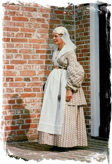 """Groninger klederdracht """"Bruid"""" ca. 1840 #Groningen"""
