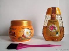 DIY Éclaircir ses cheveux naturellement  Dans le pot, versez la même quantité de miel et de masque. Mélangez la recette et mettez votre pot fermé au frigo pendant 15 min environ. Sur cheveux mouillés, avec un pinceau étalez le mélange sur vos cheveux et si vous le souhaitez, utilisez vos doigts pour le répartir partout comme un shampoing ou un masque. Gardez le mélange que vous n'utilisez pas pour plus tard. Une fois le mélange appliqué, couvrez votre tête de plastique et laissez poser le…