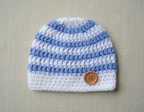 Ihr wenig ein sieht liebenswert mit diese häkeln Baby Hut! Dieser süße Neugeborene junge Hut ist perfekt für den Alltag, auch hervorragend für Baby-Foto-Shootings oder jeden Anlass. Der Neugeborene Hut häkeln erfolgt in weiß mit Licht blau Streifen und verfügt über eine hölzerne Taste an der Seite (mit oder ohne die Taste möglich). Dieser gestreiften Neugeborenen Hut steht in ein paar verschiedenen Farb-Optionen zur Verfügung: * Weiß / hellblau * Weiss / grau * Weiß / navy bl...