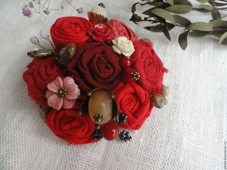 Купить Брошь текстильная Алые розы 3 варианта - ярко-красный, брошь