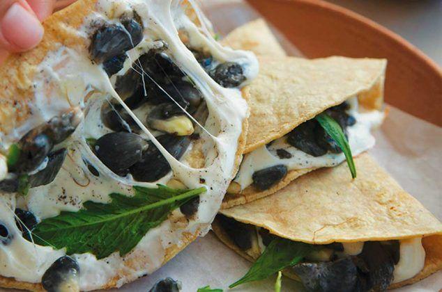 Receta De Quesadilla De Huitlacoche Recetas De Quesadillas Receta Huitlacoche Receta Recetas De Comida Mexicana Recetas De Comida