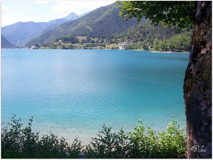 Lago di Ledro-Trento. Tänne täytyy joskus päästä takaisin. Turkoosia vettä ja korkeat vuoret <3