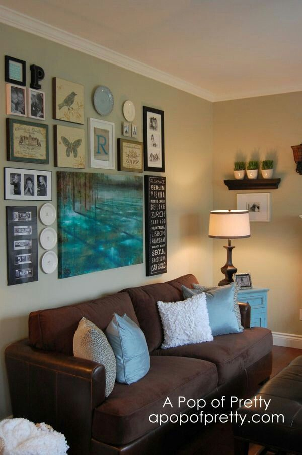 Livingroom wall decor - small shelf and picture on small side wall.