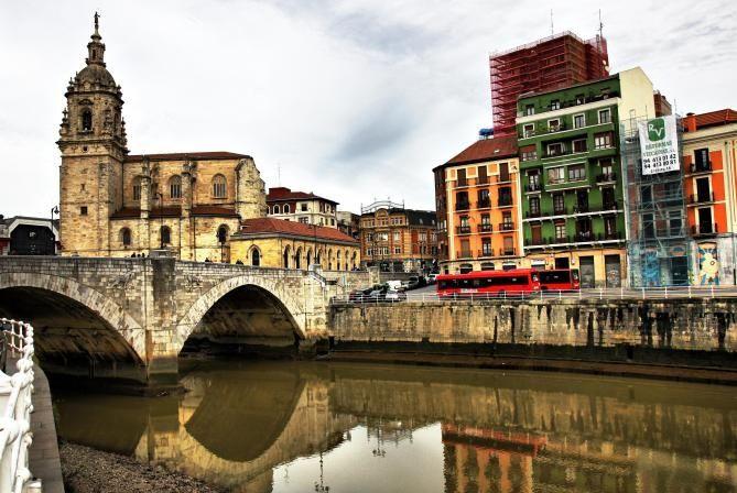 San Antón, su Hermosa Iglesia y su suntuoso puente.