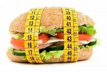 Glisemik İndeks Tablosu Düşük Glisemik İndeksli Yiyeceklerle Beslenmek Klinik Çalışmalar Sonucu, İştahı kontrolü ettiği, Diabet Hastalarının şeker kontrolunu kolaylaştırdığı ve Kalp Damar Hastalıklarını önlediği gösterilmiştir A. Eğer kilo vermek istiyorsanız? B. Yemeklerinizi azaltmadan, daha iyi beslenmek istiyorsanız? C. Şimdiye kadar uyguladığınz diyetler sizi, aç, halsiz bırakıp sıkıntıya sokuyorsa? Bu üç soruya EVET diye cevap verdiyseniz eğer; Düşük Glisemik İndeksli Besinler Yemeniz…
