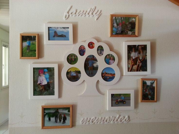 Valokuvakehysasetelma seinällä Perheen valokuvia seinälle asetelmaksi.