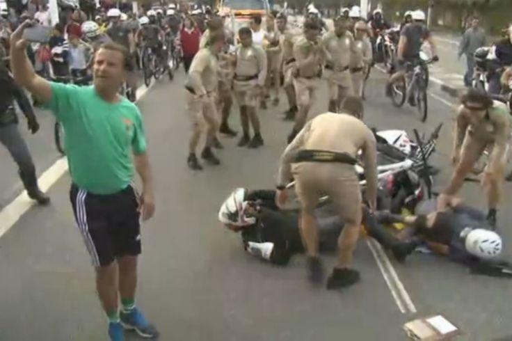 Acidente entre batedores de moto e bicicleta paralisa Tour da Tocha em SP #globoesporte