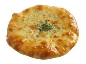 Небольшая справка-напоминание: Хачапури (груз. ხაჭაპური)— блюдо грузинской кухни, грузинское национальное мучное изделие, представляющее собой лепёшку с сыром, мясом или парной рыбой. Название происх…