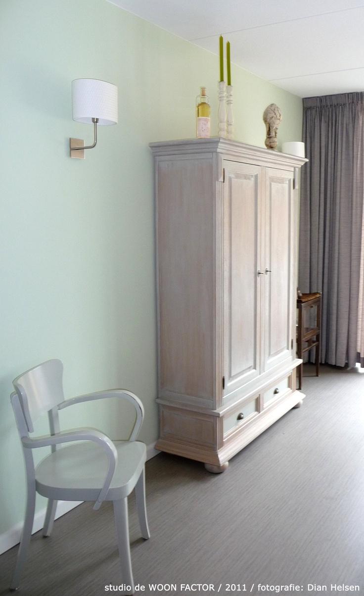 Deze mooie vloer van novilon is door de gehele woning heen gelegd dit zorgt in deze kleine - Kleine ijdelheid eenheid ...