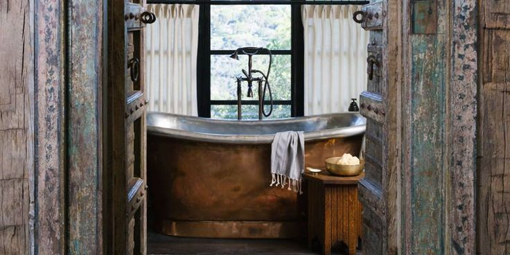 What a stunning rustic cabin bathroom!
