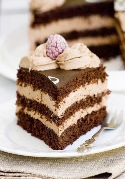 Фото к рецепту: Шоколадно-банановый бисквитный торт