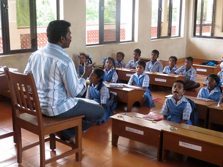 Les objectifs donnent priorité à une école gratuite, objectifs sociales avec alphabitisation, objectifs culturels avec stages de yoga et massage ayurvédique
