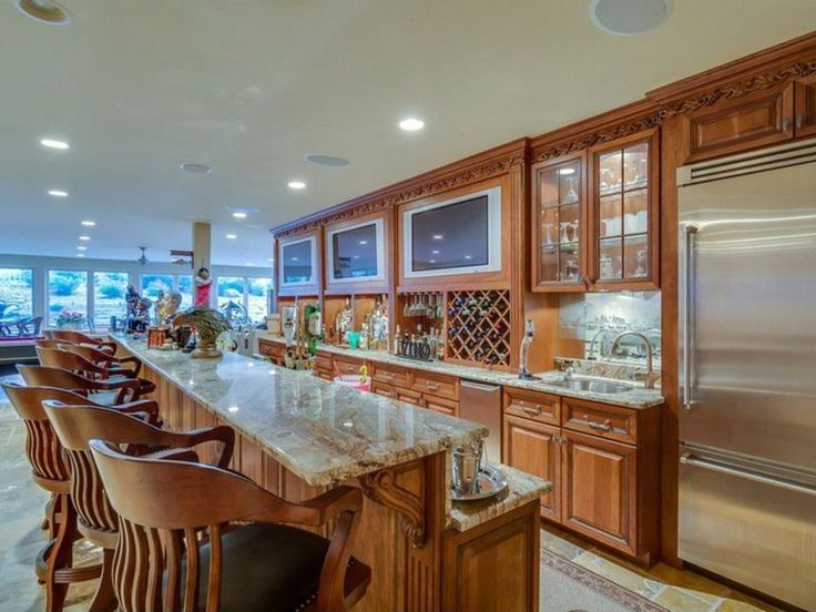 https://i.pinimg.com/736x/0b/97/6d/0b976df21997fe7e2e1d122a28f0eb38--home-wet-bar-wet-bars.jpg