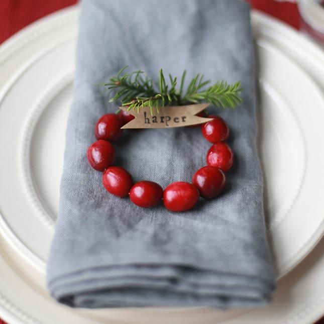 #DIYoftheDay: Loving this mini cranberry wreath place card from @sayyesblog. So festive! http://go.brit.co/1tMviGZ