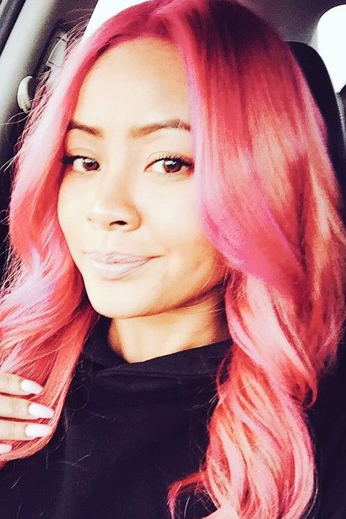 Honey Cocaine's pink long wavy hair
