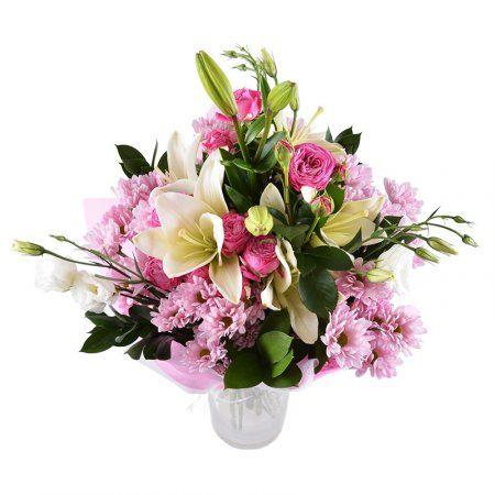 Этот красивый нежно-розовый букет выразит ваши чувства и станет прекрасным  подарком и знаком внимания. Великолепные кремово-белые лили…   Цветы, Букет,  Свежие цветы