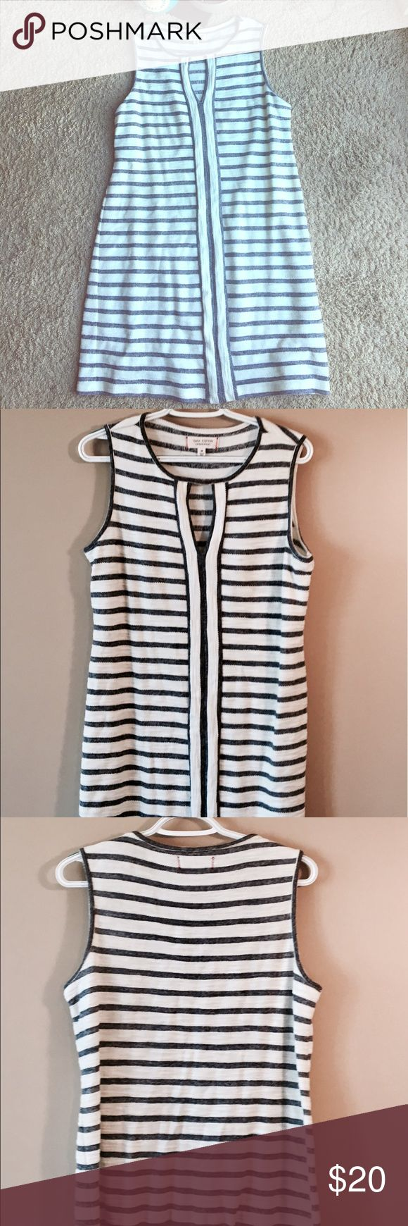 """Max Edition [Weekend] Blue & White Stripe Dress Max Edition [Weekend] Blue & White Stripe tunic Dress. Casual and cute dress with keyhole opening in the front. Relaxed fit. Perfect for the beach. Worn once. In excellent condition. Approx Measurements: Armpit to Armpit 19.4"""", Length 34.5"""". Dresses Midi"""