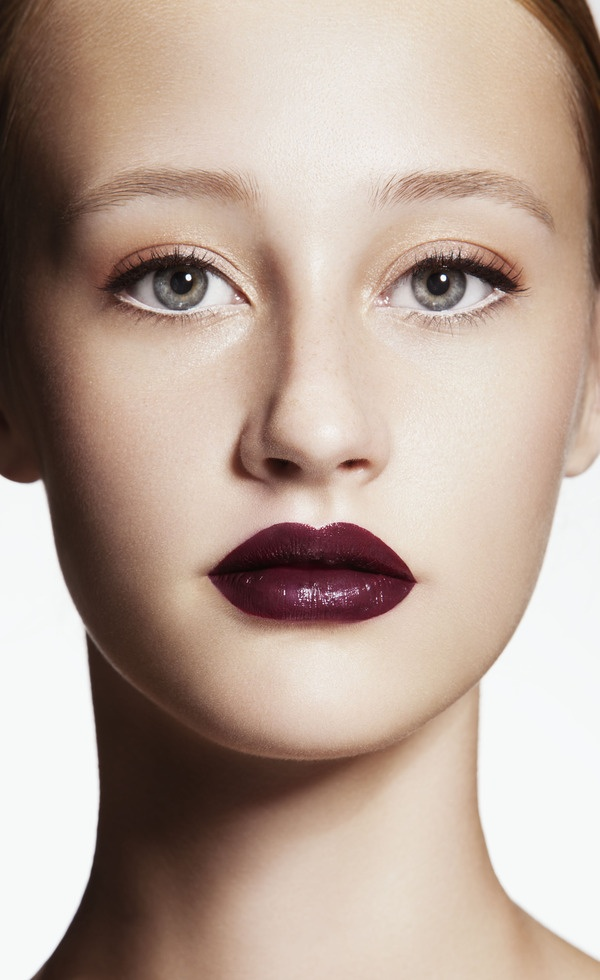 I love the look of a clean face with stunning lips!  Too bad every time I try to pull it off I FAIL!