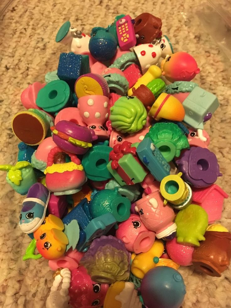 Rondom Lot of 100PCS Shopkins of Season 4! New out of pack! Close Out!