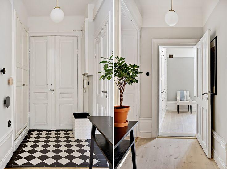 Entrance Klinker & lampa från #Sekelskifte Väggarna är målade med strong white F&B