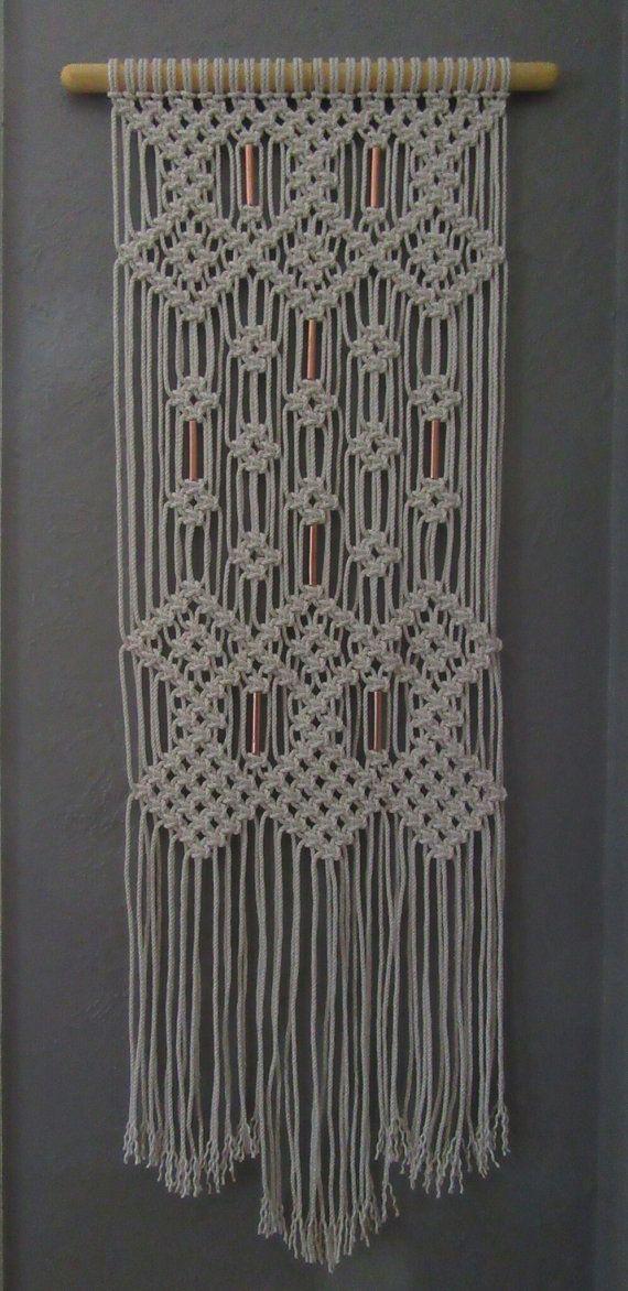 Colgante macrame con granos de cobre por Jonatis en Etsy