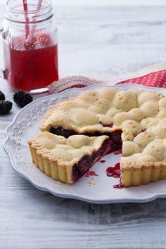 La torta di more sembra uscita dal mondo delle fiabe... con la sua frolla fragrante e il dolcissimo ripieno sarete disposti a sfidare anche i rovi pur di prepararla! (Blackberries Pie)