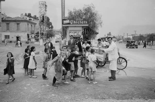 Η χαρά των παιδιών Αθήνα 1955 φωτ Hans Gerber