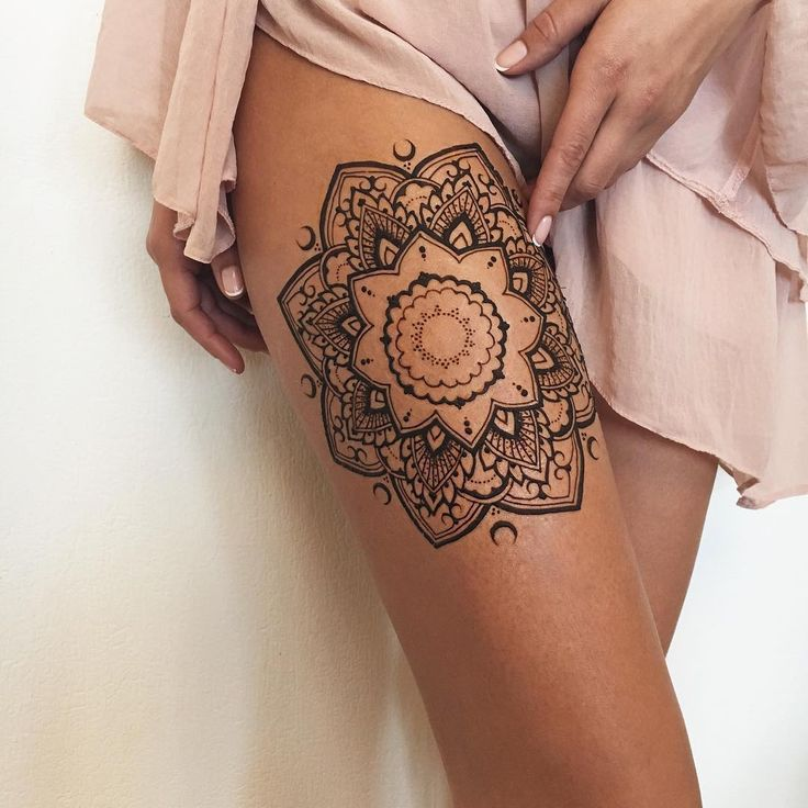 In the name of the moon ✨ Henna mandala #veronicalilu