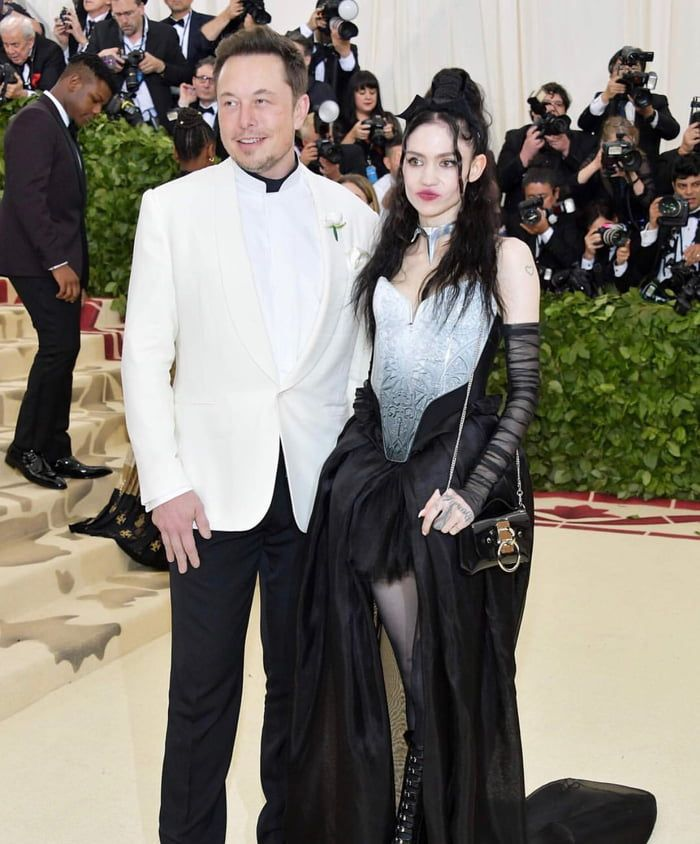 Elon Musk Got Himself A Goth Gf Met Gala Outfits Met Gala Met Gala Red Carpet