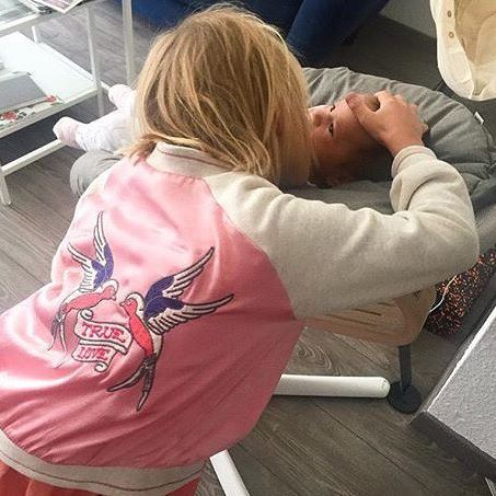 Sister love❤️ @mesupermom #evomove #nomihighchair #highchair #baby #girl…