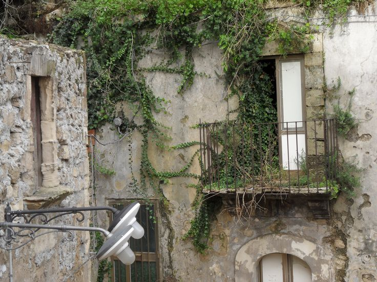 Ragusa Sicily Vecchi palazzi