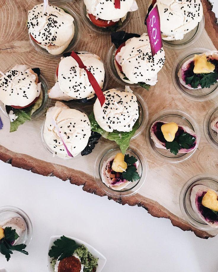 good times, better food. • So viel Inhalt an so wenig Wochenende: Danke an @glanzundgloria_hamburg für einen tollen Event-Samstag, danke @nina_ninosy und @patsopi für einen wunderbaren Flohmarkt-Sonntag. Und danke an das Hamburger Wetter, dass du jetzt anfängst doof zu werden, wenn es morgen für uns endlich in die Sonne geht. ☀️ #whatiate #food #foodie #soiforyou #vsco #vscocam