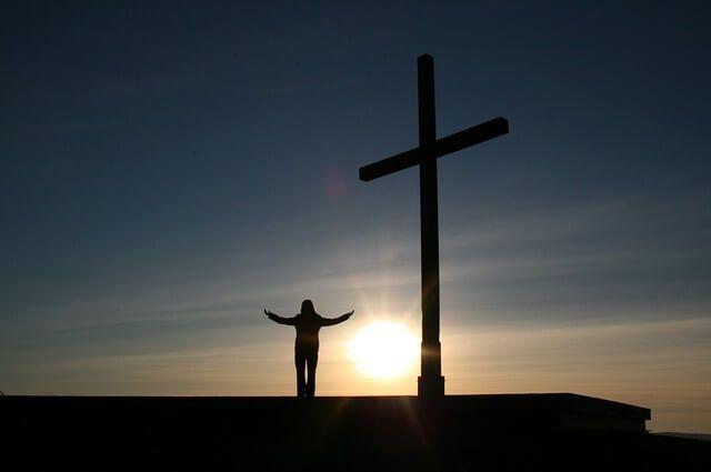 Apa artinya percaya kepada Allah bagi seseorang dalam praktek hidupnya?   Artinya, setia kepada Allah, mempercayakan hidup kepada-Nya, dan mengamini semua kebenaran yang diwahyukan Allah karena Allah adalah Kebenaran. Ini berarti percaya kepada satu Allah dalam tiga Pribadi, yaitu Bapa, Putra, dan Roh Kudus.