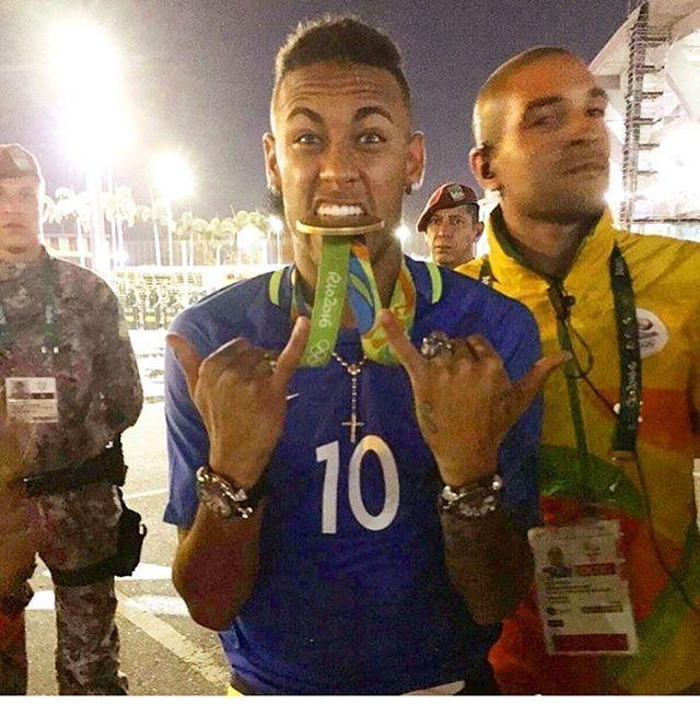 #GaGaFriends Celebrating Brasil first Olympic football gold medal, with @neymarjr #Rio2016 with #GagaMilano watches. #Neymar wearing two GaGa Milano Diving model #Diving #GaGamilanoWatches #neymarrio2016