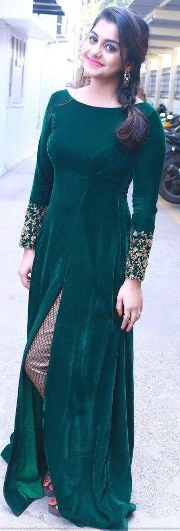 Pinterest:@Littlehub    คdamant love on Anarkali's ✿。。ღ    Emarald green long suit. Damn pretty color. Am totally in love with this dress♥