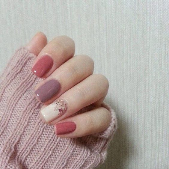 Love this fall nail art in a mixture of pink shades.