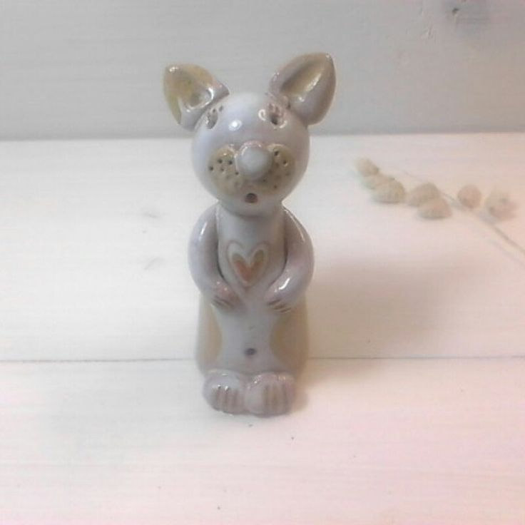 I love those little cats i sold last week one ,they are cute and search a home doesn't eat a lot and they are cheap too,only 8,90€ ,for a handmade little sculpture it will be an original present for a cat lover or collector. Have a look in my little shop.