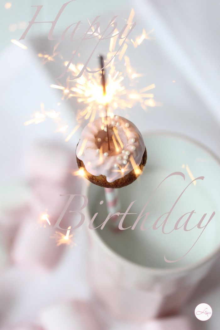 Happy Birthday, Lu!!  I hope you have a wonderful day celebrating.... what the heck?  Make it the rest of the week!  That's what I do ♥
