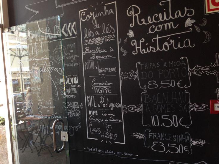 Menù e ricette scritte sulla parete dingresso a mo di ...
