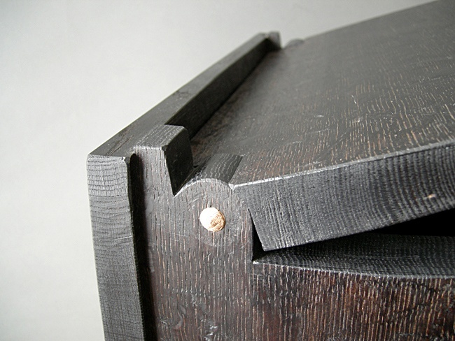Cleft Box Hinge in Oak.