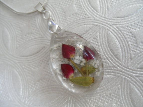 Peace & Love-Rare Tiny Red Rosebuds Queen by giftforallseasons