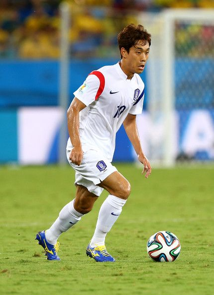 Park Chu Young Photos - Park Chu-Young of South Korea controls the ball during the 2014 FIFA World Cup Brazil Group H match between Russia and South Korea at Arena Pantanal on June 17, 2014 in Cuiaba, Brazil. - Russia v Korea Republic: Group H