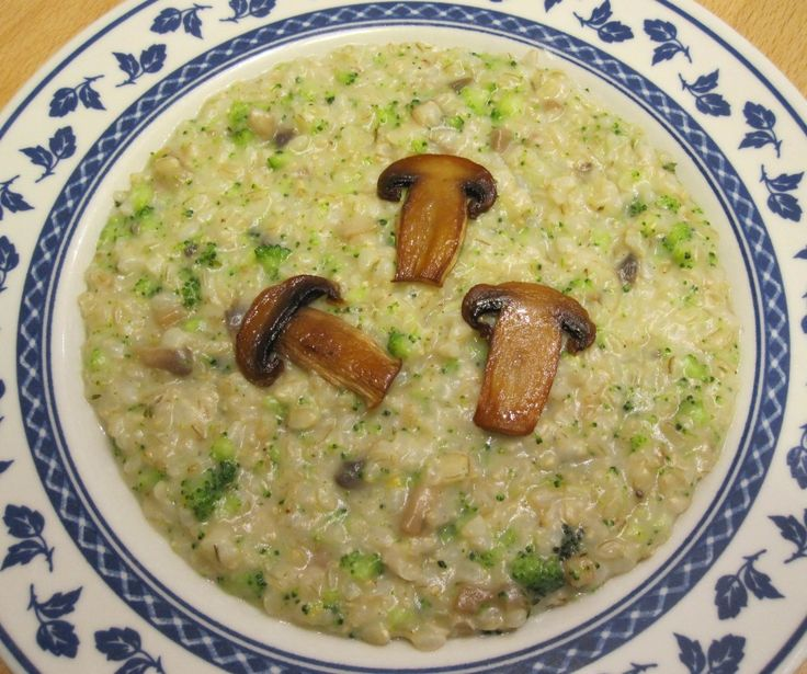 Risotto mantecato al sedano rapa con champignon, broccoletti e profumo di limone | Veganly.it - Ricette vegane dal web