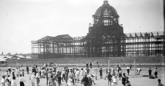 Construcción original del hoy Monumento a la Revolución,  en la zona centro de la Ciudad de México. Foto tomada aproximadamente en 1900.