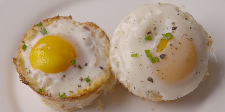 """Cauliflower """"Hashbrown"""" Cups Are the Low-Carb Breakfast You've Been Dreaming Of"""
