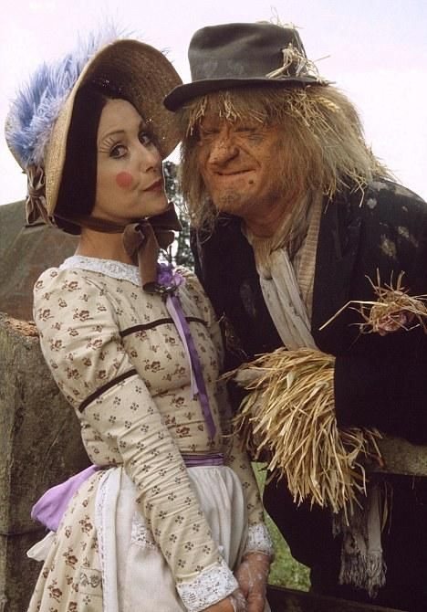 Loved Worzel on Sunday afternoons.  Worzel Gummidge > I can still remember the song.  Can you?
